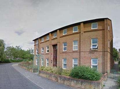 2 Bedrooms Flat for sale in Kernow Crescent, Fishermead, Milton Keynes, Buckinghamshire