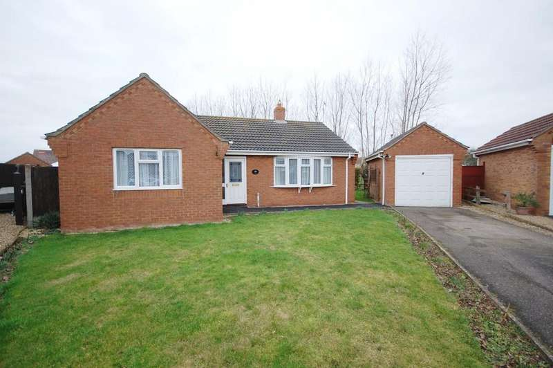 2 Bedrooms Detached Bungalow for sale in Sandilands, Drakes Close