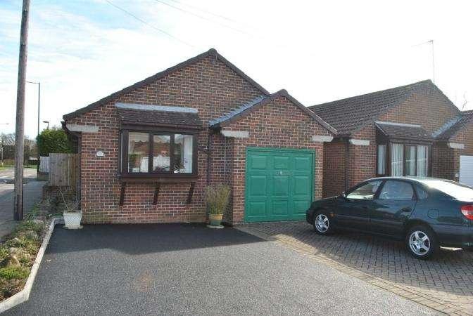 3 Bedrooms Bungalow for sale in Chesildene Drive, Throop