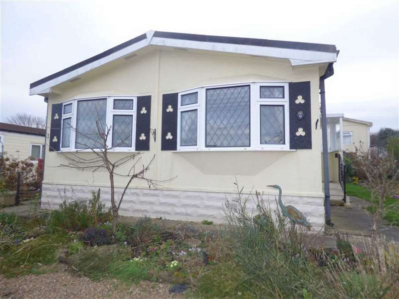 2 Bedrooms Property for sale in Andrew Crescent, Crosland Hill, HUDDERSFIELD, West Yorkshire, HD4