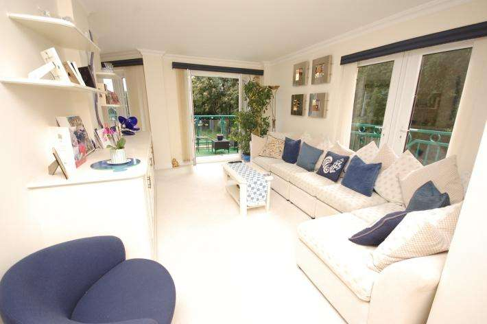 2 Bedrooms Apartment Flat for sale in Bournemouth BH1