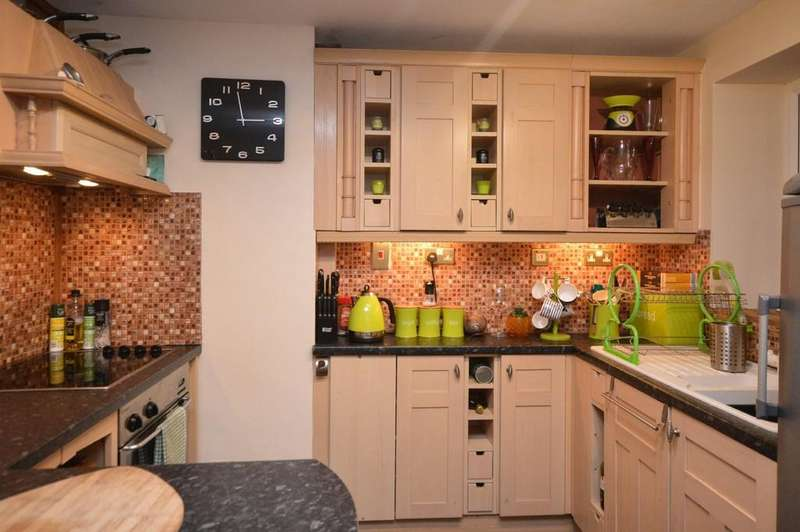 2 Bedrooms Terraced House for sale in High Street, Llanerchymedd, North Wales