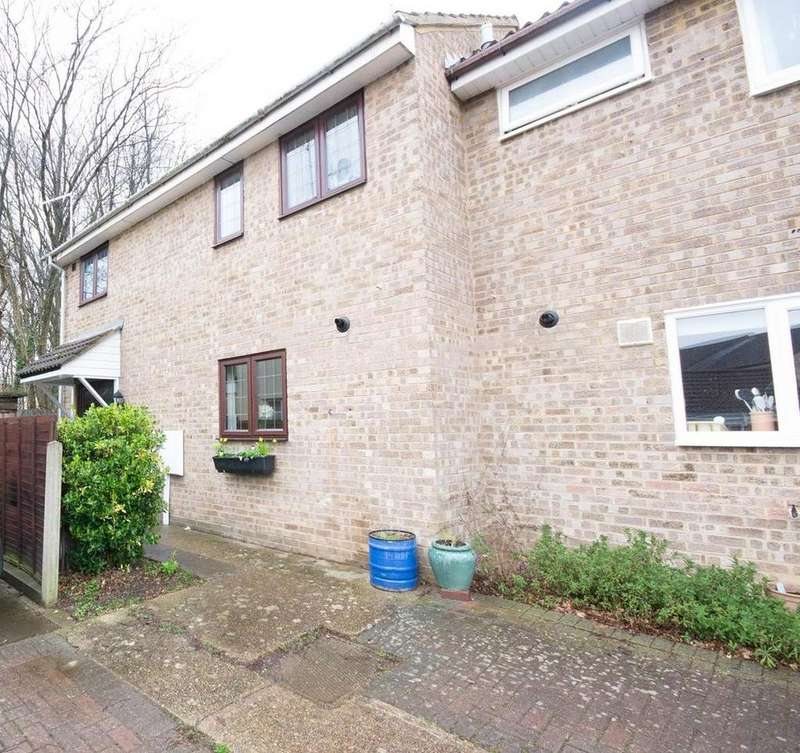 3 Bedrooms Semi Detached House for sale in Rowhedge, Hutton, Brentwood, Essex, CM13