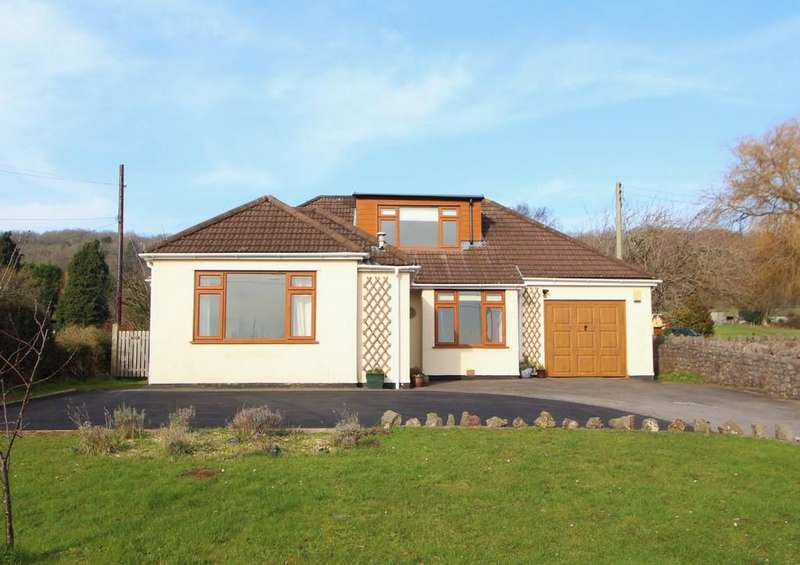 4 Bedrooms Chalet House for sale in Set back postion with great views in Tickenham