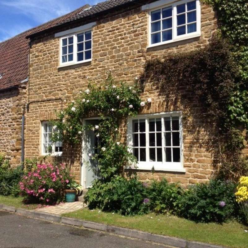 2 Bedrooms Cottage House for sale in Spring Lane, Wymondham