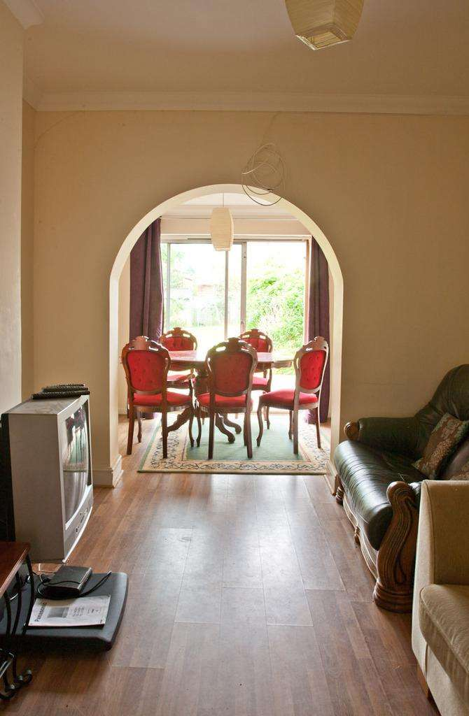 5 Bedrooms Detached House for rent in Evelyn Road