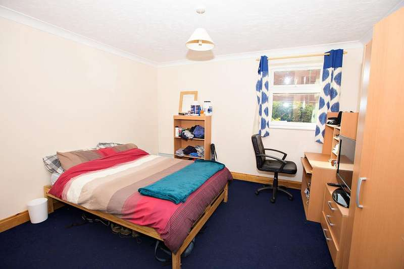 5 Bedrooms Apartment Flat for rent in Ensbury Park