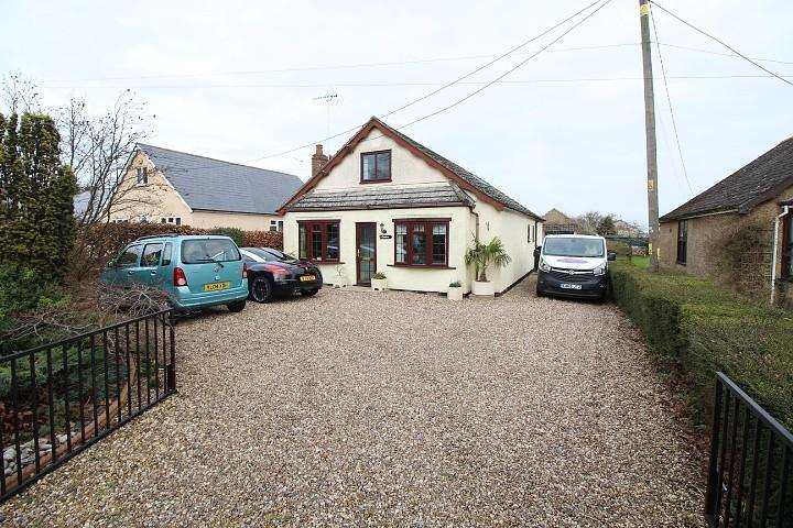 3 Bedrooms Detached Bungalow for sale in Mersea Road, Langenhoe, Colchester, Essex, CO5