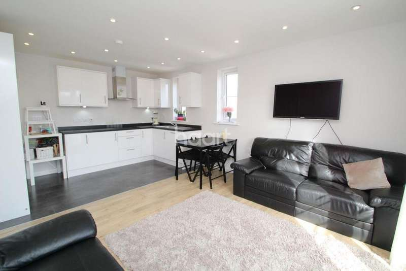 2 Bedrooms Flat for sale in Oakwood House, Station Road