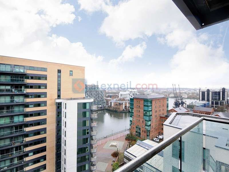 2 Bedrooms Flat for sale in Millharbour, Isle of Dogs E14