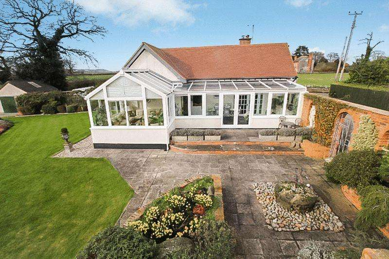 3 Bedrooms Bungalow for sale in LYDE