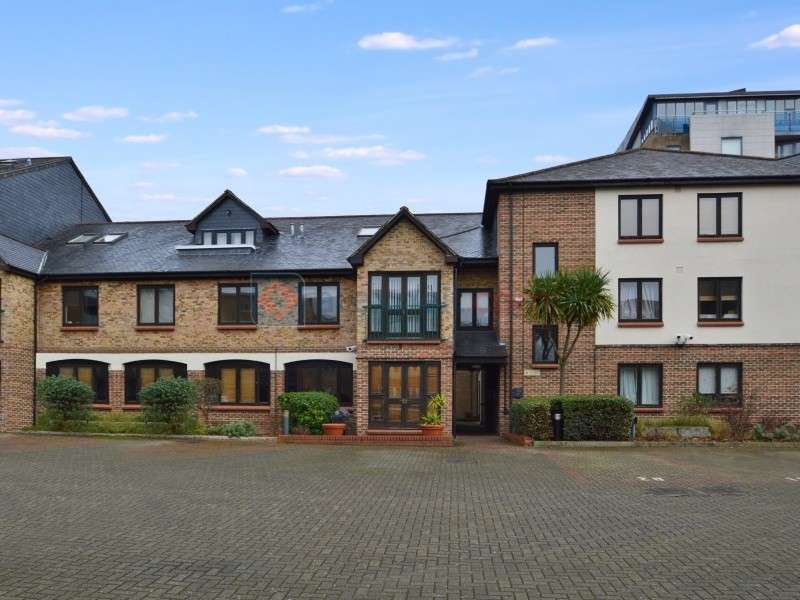 2 Bedrooms Flat for sale in Plough Way, Surrey Quays SE16