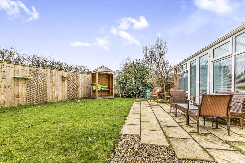 2 Bedrooms Detached Bungalow for sale in Winchester Way, Darlington, DL1