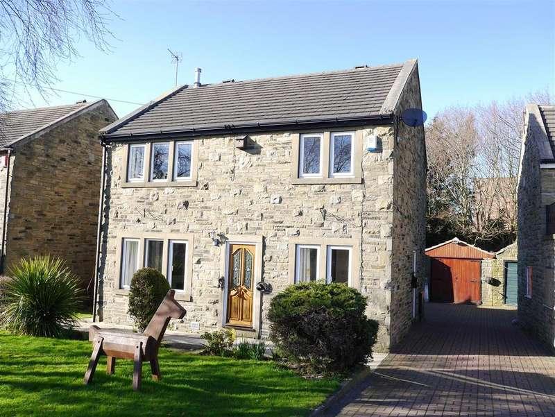 4 Bedrooms Detached House for sale in Toftshaw Lane, East Bierley, BD4 6QR