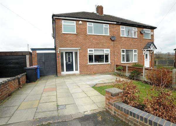 3 Bedrooms Semi Detached House for sale in 11 Brook Grove, Irlam M44 6NW