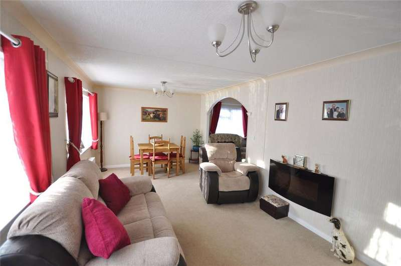 2 Bedrooms Mobile Home for sale in Priors Walk, St. Johns Priory, Lechlade, GL7