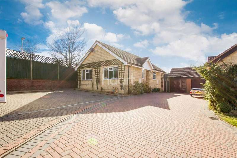 2 Bedrooms Bungalow for sale in Manor Farm close
