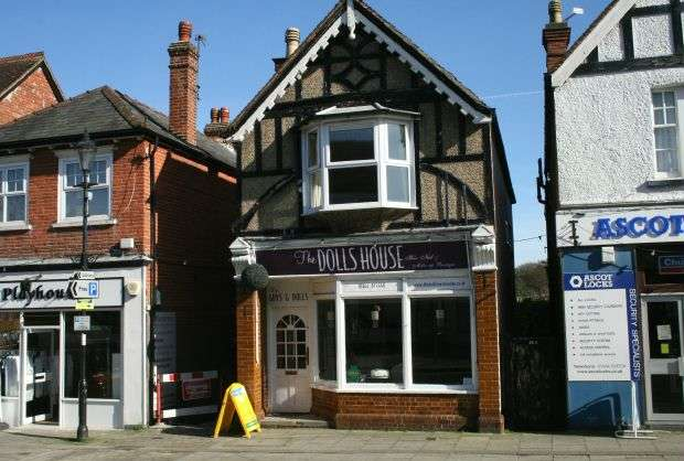 3 Bedrooms Property for sale in SUNNINGHILL 3 Bedroom self contained Maisonette with Garden & RETAIL High Street Shop