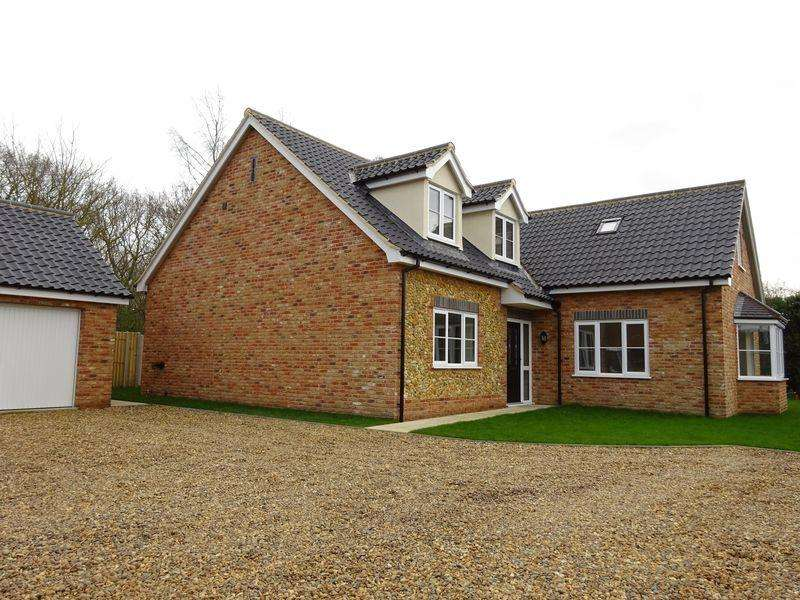 4 Bedrooms Detached House for sale in Norwich Road, Attleborough