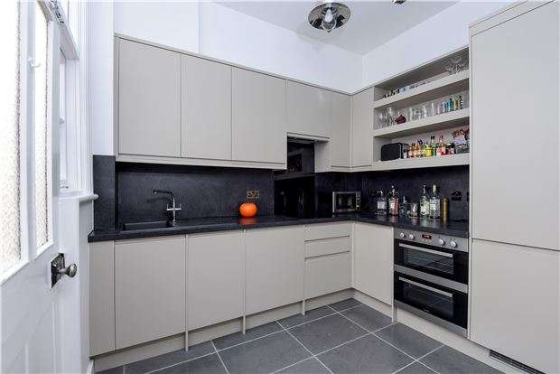 5 Bedrooms Terraced House for sale in Deerhurst Road, SW16