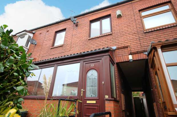 3 Bedrooms Terraced House for sale in Bramble Avenue, Oldham, Greater Manchester, OL4 2PQ