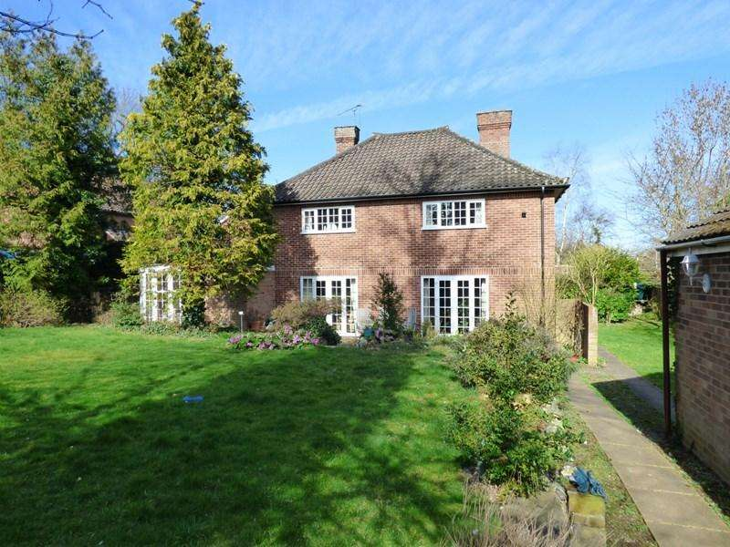 5 Bedrooms Detached House for sale in The Street, Long Stratton, NORWICH