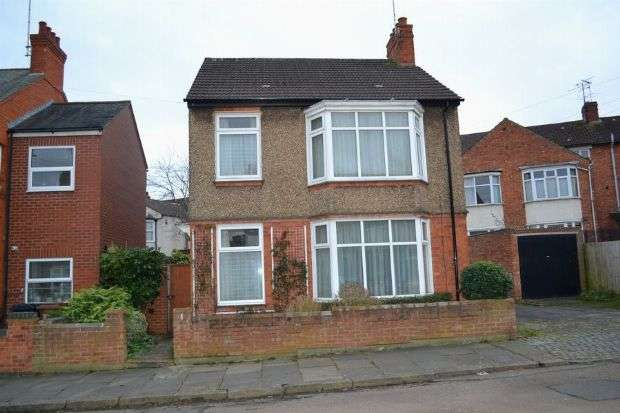 3 Bedrooms Detached House for sale in The Vale, Phippsville, Northampton NN1 4SU