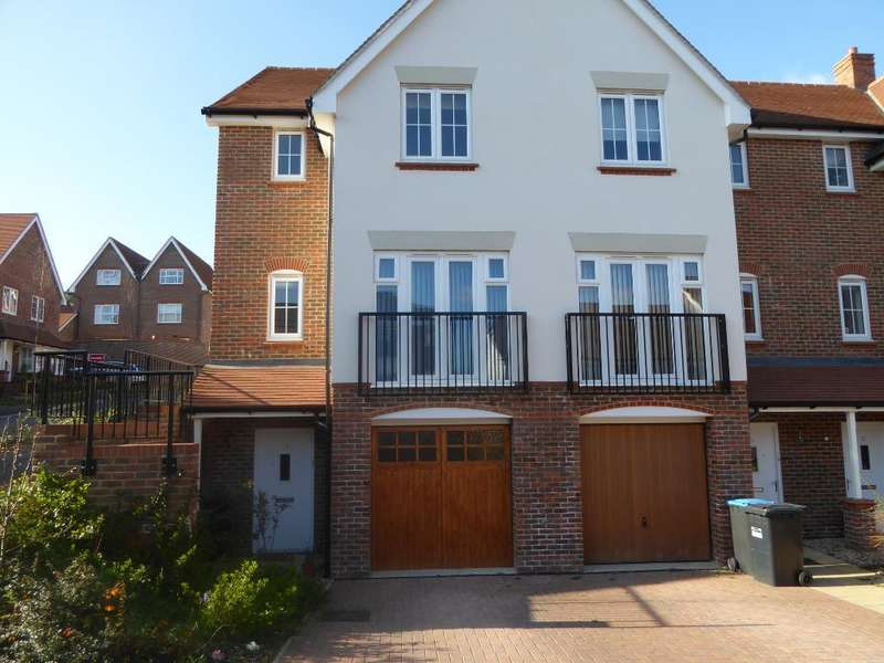 3 Bedrooms Semi Detached House for sale in Chandlers Field Drive, Bolnore Village, Haywards Heath, West Sussex, RH16 4UT