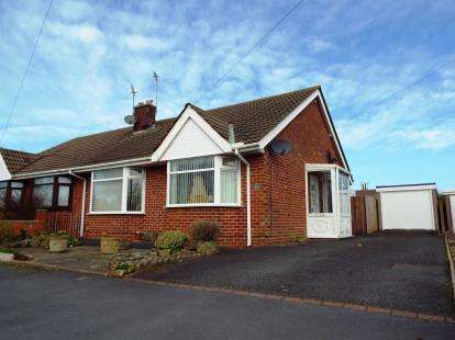 2 Bedrooms Bungalow for sale in East Pines Drive, Thornton-Cleveleys, Lancashire, FY5