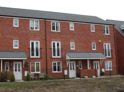 3 Bedrooms Terraced House for sale in Hucklow Drive, Warrington, Cheshire, WA1