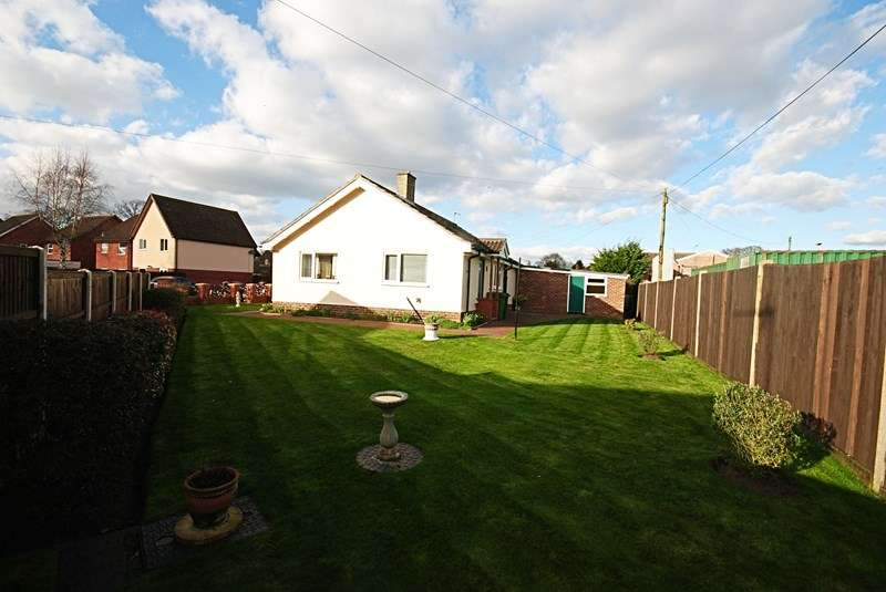 3 Bedrooms Detached Bungalow for sale in Victoria Close, Diss