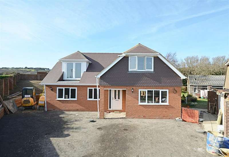 3 Bedrooms Detached House for sale in Meadow Way, Fairlight