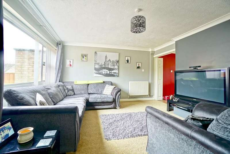 3 Bedrooms Semi Detached House for sale in Rivermead Gardens, Sandy