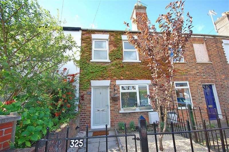 2 Bedrooms Terraced House for sale in London Road, Charlton Kings, Cheltenham, GL52