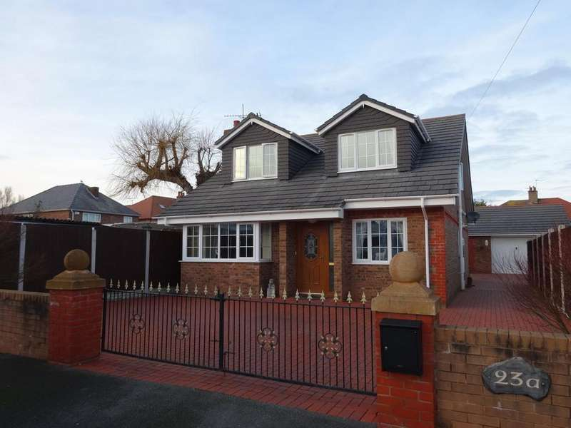4 Bedrooms Detached House for sale in Bryncoed Park, Rhyl