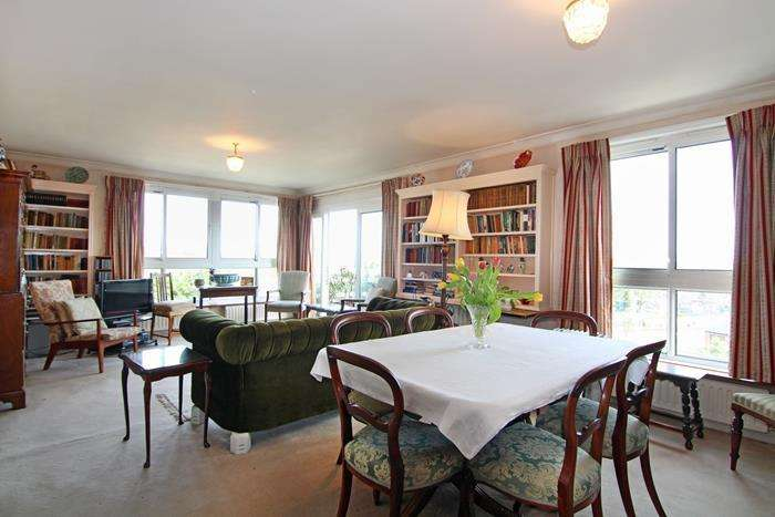 2 Bedrooms Flat for sale in Warwick Drive, London