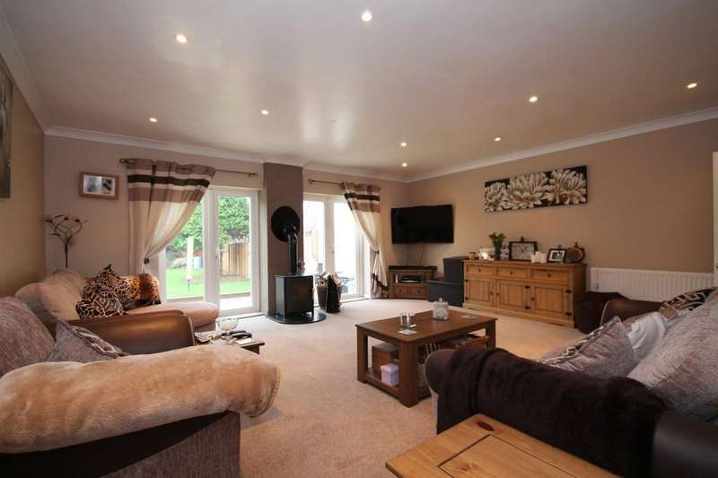 4 Bedrooms Semi Detached Bungalow for sale in Pratton Avenue, Lancing BN15 9NU