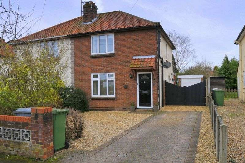 3 Bedrooms Semi Detached House for sale in Cromwell Road, Sprowston, Norwich