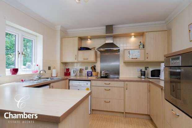 2 Bedrooms Flat for sale in Woodruff Way, Thornhill, Cardiff, CF14