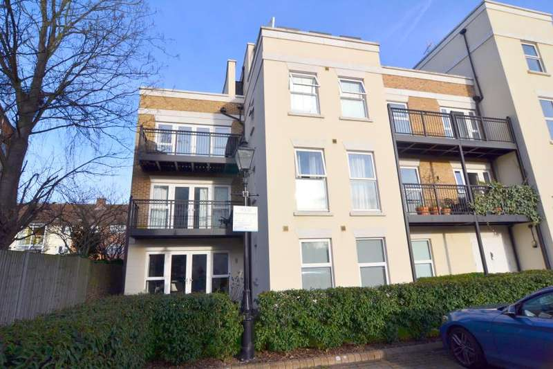2 Bedrooms Flat for sale in Churchill Court, Mortlake, SW14