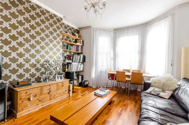 2 Bedrooms Maisonette Flat for sale in King Charles Road, Surbiton, KT5
