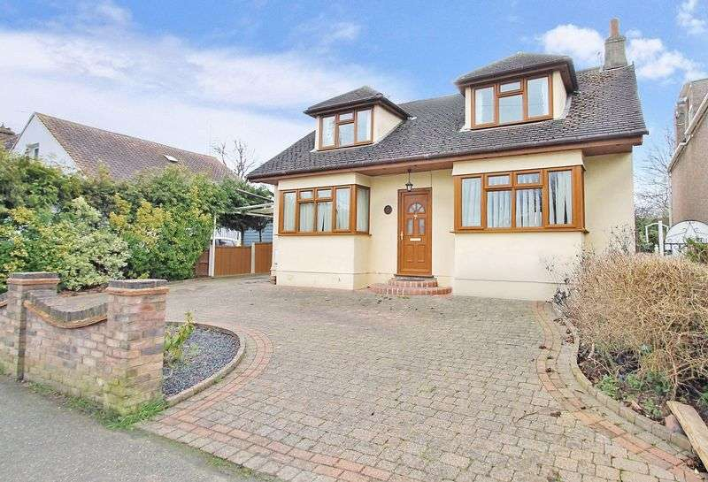 4 Bedrooms Detached House for sale in Rayleigh