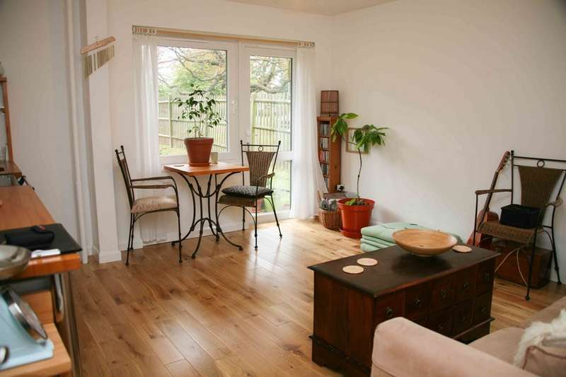 1 Bedroom Flat for sale in Fitzhugh Grove, London, London, SW18