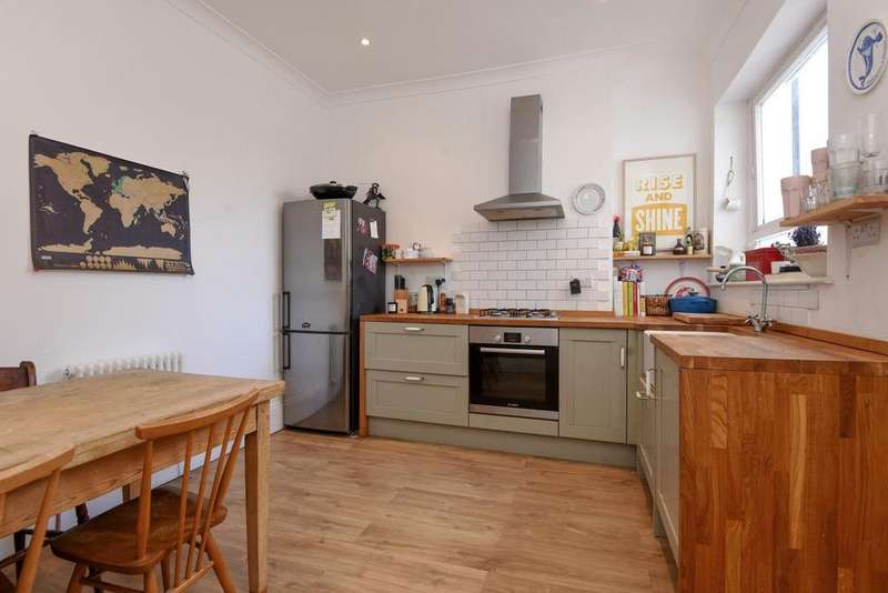 4 Bedrooms Flat for sale in Elms Crescent, Clapham, SW4