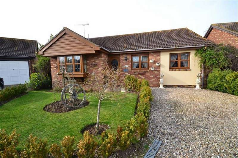 2 Bedrooms Bungalow for sale in The Plovers, St Lawrence, Essex