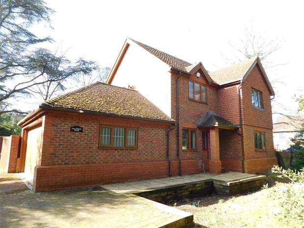 4 Bedrooms Detached House for sale in Upper Brighton Road, Surbiton