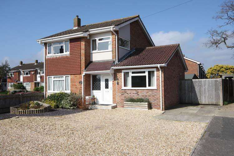 4 Bedrooms Semi Detached House for sale in Larch Close, Hordle, Lymington SO41