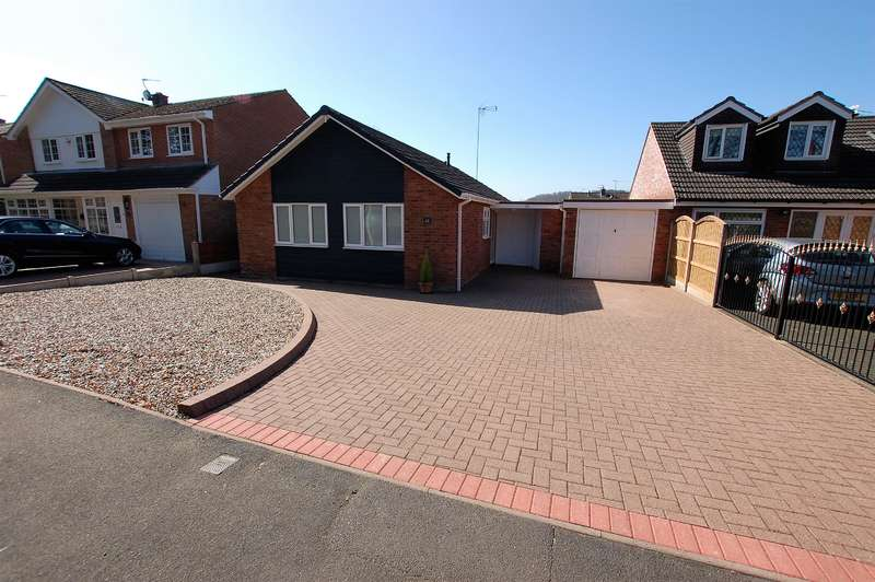 3 Bedrooms Bungalow for sale in Stream Road, Kingswinford, DY6 9PD