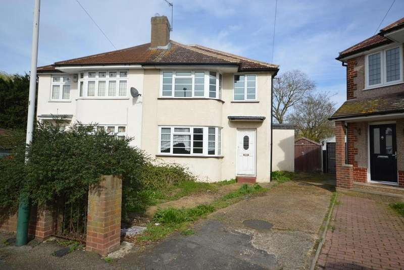3 Bedrooms Semi Detached House for sale in Chestnut Close, Hornchurch, Essex, RM12