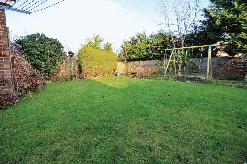 3 Bedrooms Detached House for sale in 4 Lynwood Drive, Stalmine, Poulton le Fylde, FY6 0PZ